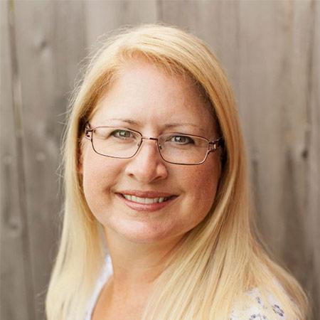 Dr Tina Merritt headshot